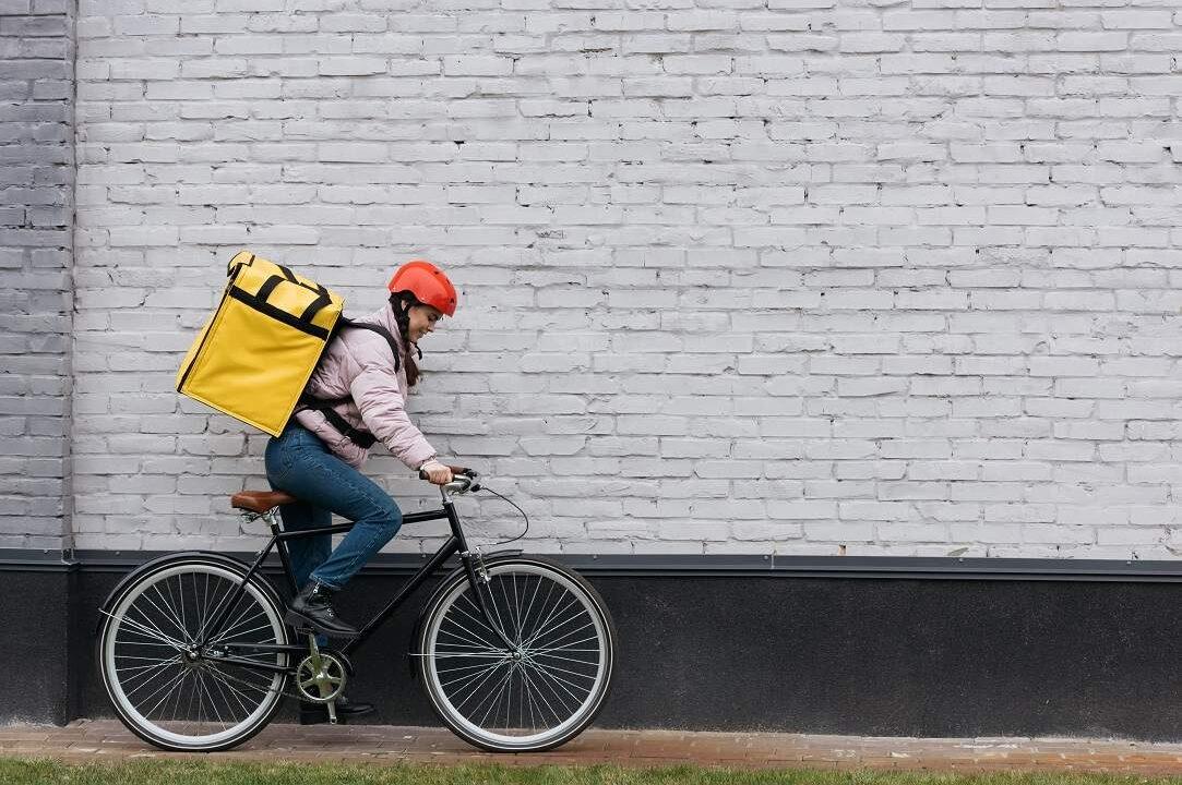 Cum e să fii curier pe bicicletă?